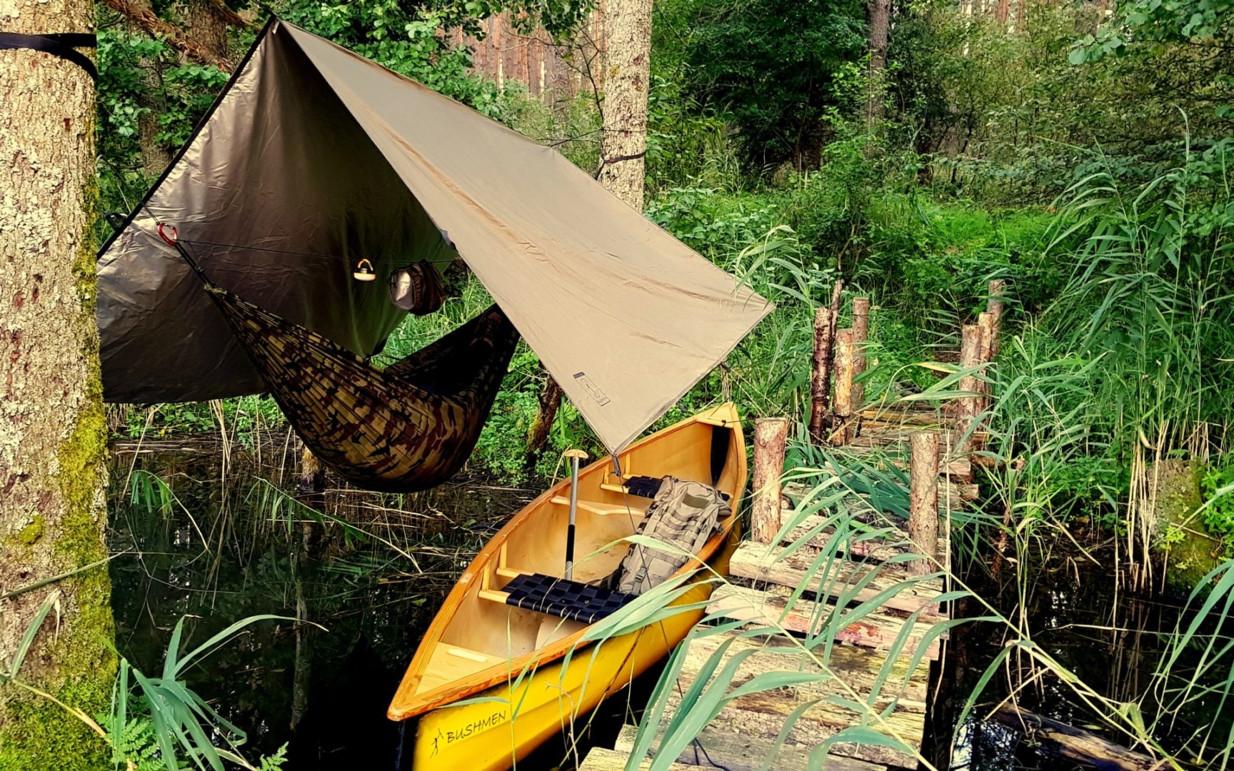 THERMO-Tarp 3x3 / olive - fabric with insulation layer and ripstop weave.  Triple stitch enforcements, 19 loops! + transportation bag with handles.